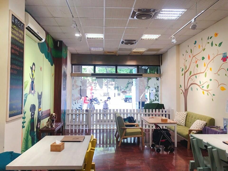 高雄左營寵物友善餐廳-Miss Pei Pei 寵物友善餐廳_查理士小獵犬提供